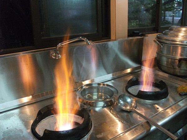 Các thiết bị bếp chính cần có trong nhà hàng Bếp Á